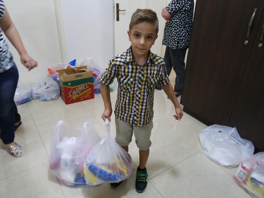 Verteilung von Hilfsgüter für syrische Flüchtlinge im Libanon Sept. 2015